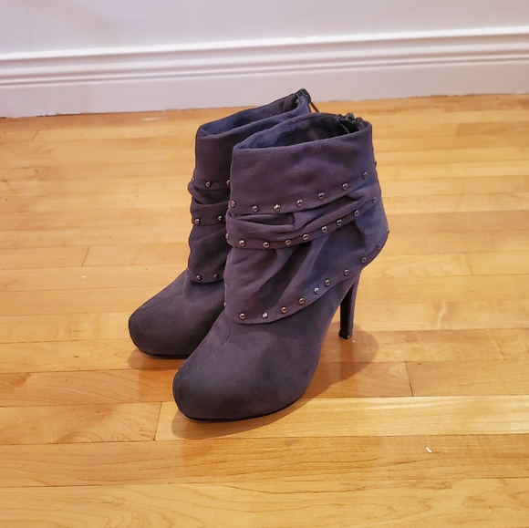 ‼️ 3/$20 Suede Dark Gray Studded Boots